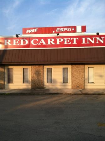 Red Carpet Inn Louisville: Office area as we were signing in
