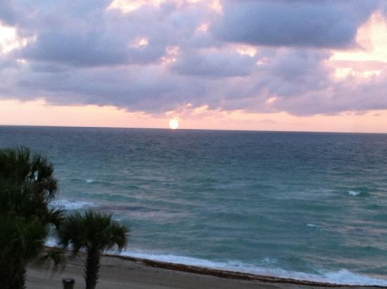 Sunny Isles Beach, Φλόριντα: another breakfast view