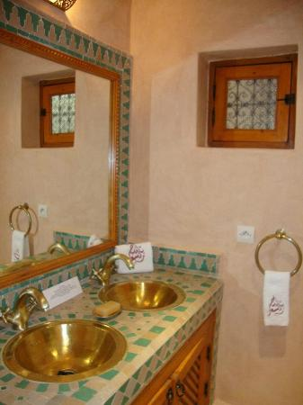 Riad RabahSadia: Bathroom