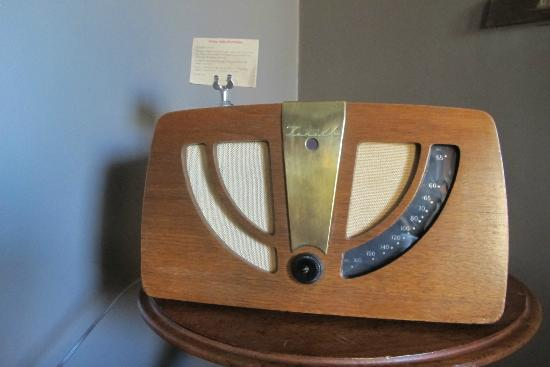 The Zetter Hotel: Vintage Radio in room
