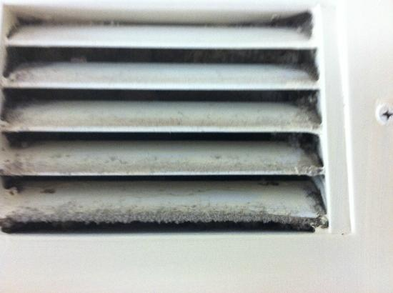 Comfort Inn Charleston: Bathroom vent with the mold smell