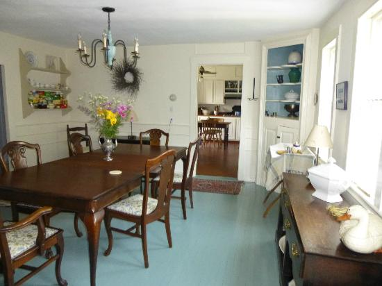 Blue Skye Farm: Dining Room and kitchen
