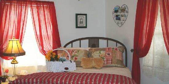 3 Cedars Ranch Bed and Breakfast: Pearle's Room