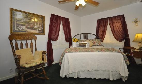 3 Cedars Ranch Bed and Breakfast: Bertha's Room