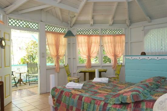 Aguas Claras Beach Cottages: Green Cottage inside
