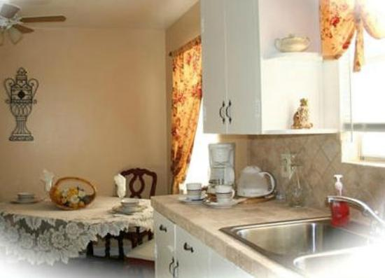 3 Cedars Ranch Bed and Breakfast: Enjoy the delicious no-host deluxe continental breakfast!