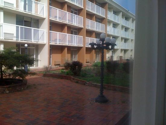 Red Roof Inn Knoxville Central: view outside reveals the lack of attention on this facility. That entire wing is empty, gutted &