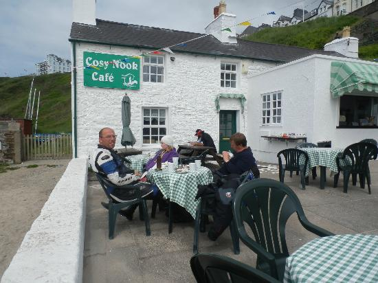 Port Erin, UK: Sitting area outside the cafe