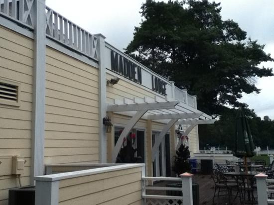 Maddens Resort on Gull Lake: the porch of the lodge