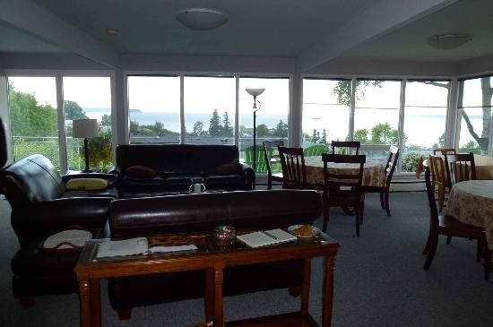 Susitna Place: lounge area overlooking the water