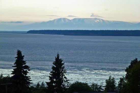 Susitna Place: mt susitna from balcony of accom
