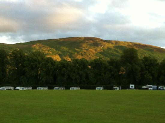 Blair Castle Caravan Park: The view from our tent - stunning sun set!