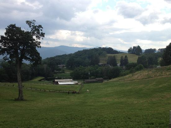 The Cataloochee Ranch: view of the ranch from one of the trails