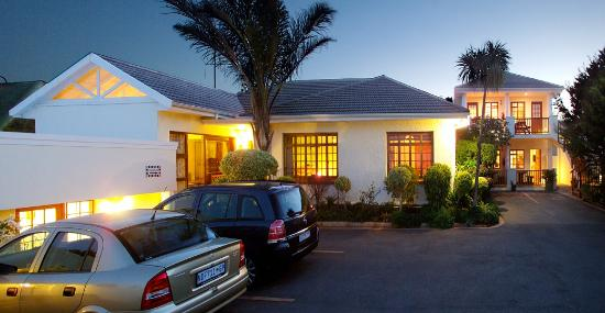 Algoa Guest House: Free Parking behind remote controlled gates