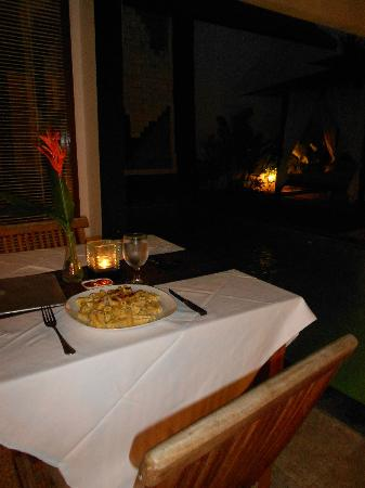Amor Bali Villa: Dinner by the personal pool (you can also eat by the main pool)