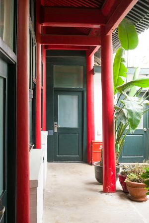 Peking Yard Hostel: Courtyard