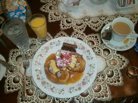 Bisland House Bed and Breakfast: Banana's Foster french toast...amazing!!!