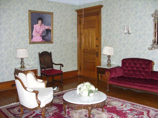 Stirling Guest Hotel: Honeymoon suite - sitting area