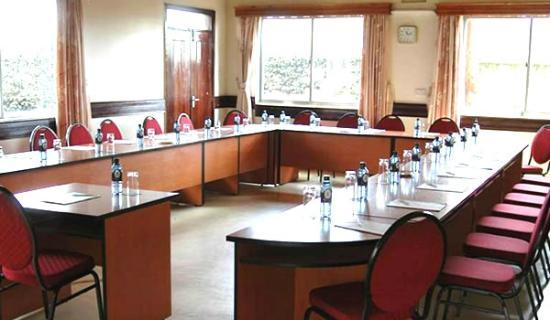 Sportsview Hotel: One of the smaller conference rooms