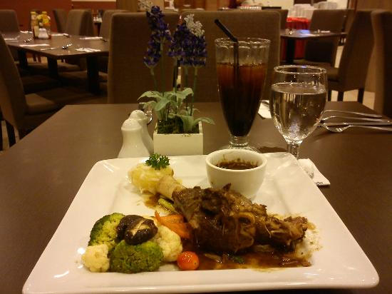 Best Western Marina Island Resort: Food