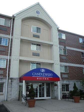 Candlewood Suites Boston Burlington : Front of Hotel