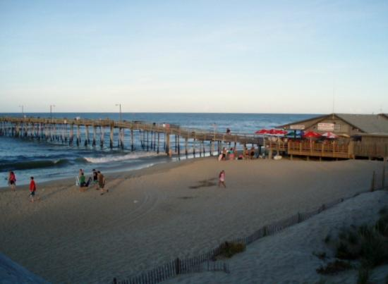 Colonial Inn: View from walkway to the beach; next to pier.