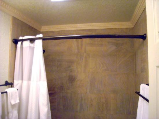 Yellowstone Gateway Inn: Bathroom's Crown Molding