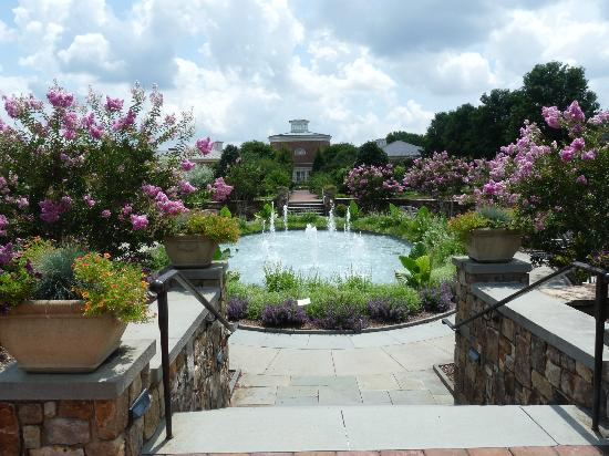 Lewis Ginter Botanical Garden: The visitor center as seen from the conservatory