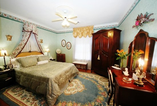 Birmingham Manor Bed and Breakfast: Windsor Room