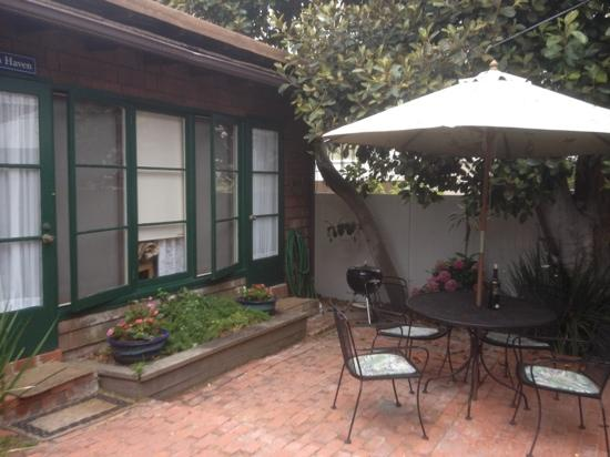 Redwood Hollow - La Jolla Cottages: outside