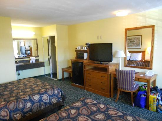 Anaheim Del Sol Inn: Living area
