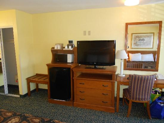 Anaheim Del Sol Inn: Fridge, Microwave, and TV