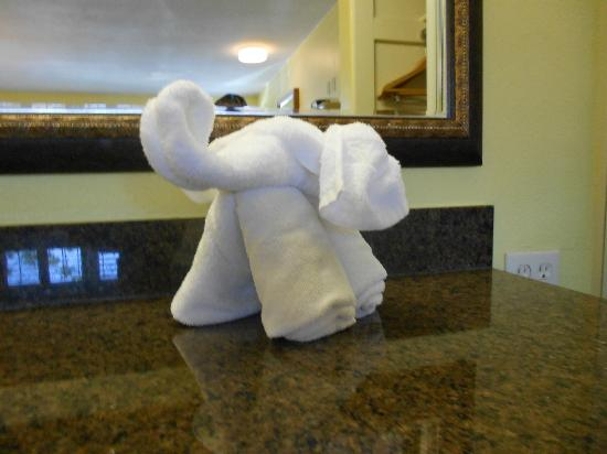 Anaheim Del Sol Inn: Towel Elephant