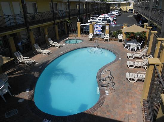 Anaheim Del Sol Inn: Pool Area