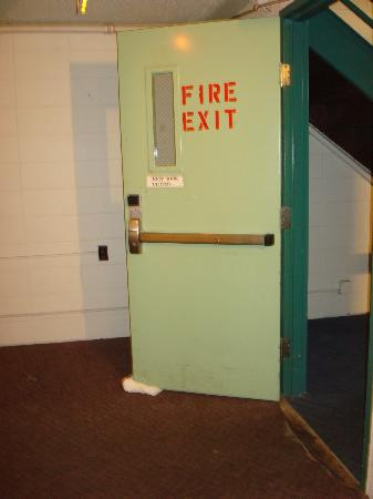 Regency Inn and Conference Center: Fire door propped open with towel