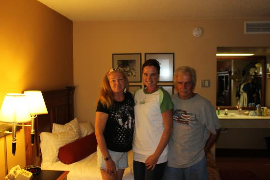BEST WESTERN PLUS King's Inn & Suites: Very nice decor and appointments in Family Suite)