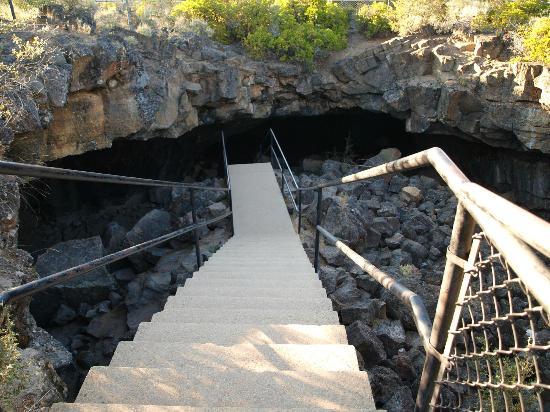 Old Station, Kalifornien: Cave exit stairs