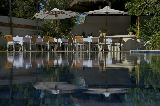 Heritage Suites Hotel Relais & Chateaux: Sunrise breakfast by the pool