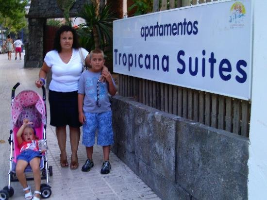 Magic Tropicana Suites: entrada al hotel