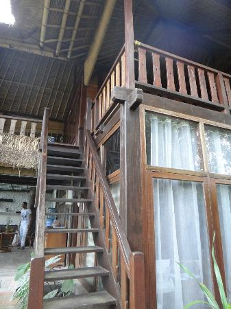 Graha Moding Villas: Stairway to room