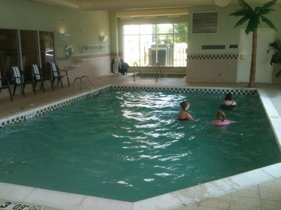 Country Inn &amp; Suites-Bentonville South: Pool