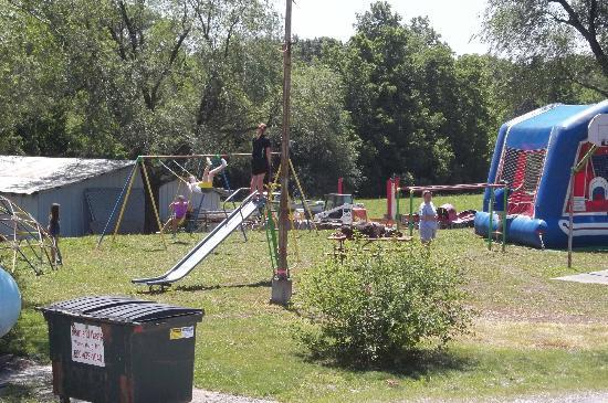 The Great Escape RV & Camp Resort: Playground with Bounce house