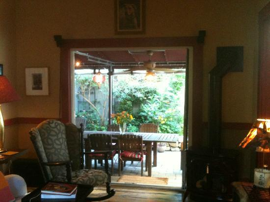 Tucker Inn: View of outside from living room