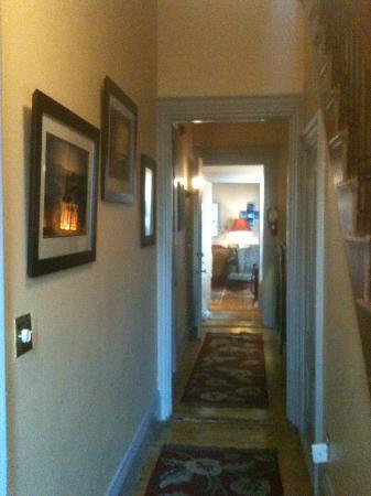 Tucker Inn: Entryway