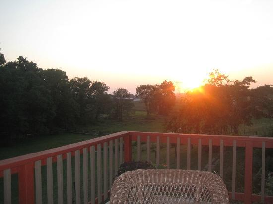 Airy Hill Farm B&amp;B: sunset from the porch