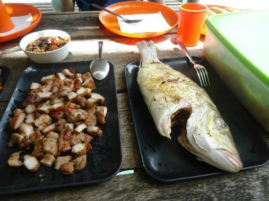 Coron Village Lodge: More food for lunch