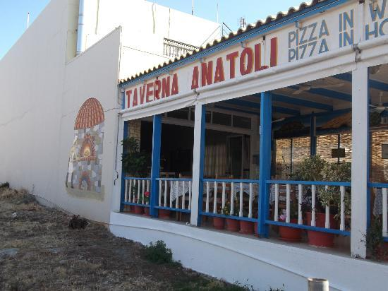 Anatoli Taverna: Outside view