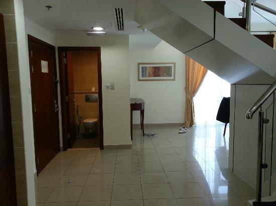 Mazoon Hotel Apartments: entrance