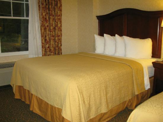 Quality Inn & Suites Maine Evergreen Hotel : double queen room, 3rd floor
