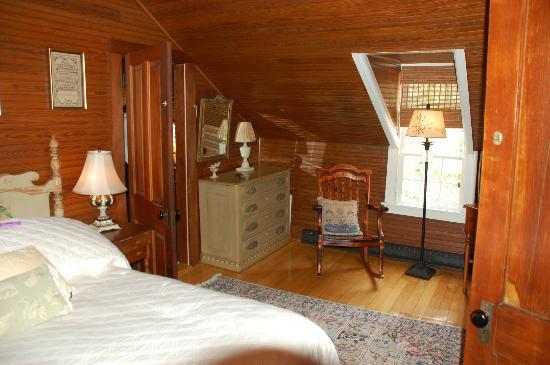 Stagecoach Inn: second floor bed room